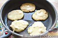 Фото приготовления рецепта: Оладьи банановые - шаг №9