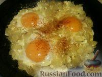Фото к рецепту: Яичница с луком