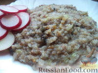 Фото к рецепту: Гречневая каша с грибами и луком