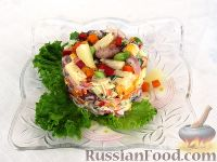 Фото к рецепту: Праздничный салат с ананасом