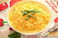 Фото к рецепту: Праздничный слоеный салат с сыром