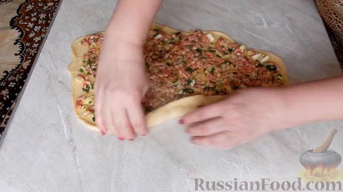 Фото приготовления рецепта: Дрожжевые булочки-завитки с грушей и корицей - шаг №16