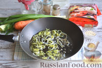 Фото приготовления рецепта: Фунчоза с курицей и овощами - шаг №8