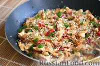 Фото приготовления рецепта: Фунчоза с курицей и овощами - шаг №12