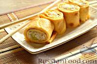 Фото к рецепту: Роллы из яичных блинчиков с рисом и огурцом