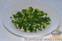 Фото приготовления рецепта: Салат из пекинской капусты, со свежим огурцом и кукурузой - шаг №5