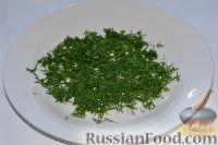 Фото приготовления рецепта: Салат из пекинской капусты, со свежим огурцом и кукурузой - шаг №6