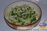 Фото приготовления рецепта: Салат из пекинской капусты, со свежим огурцом и кукурузой - шаг №7