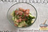 Фото приготовления рецепта: Тарталетки с салатом из горбуши, мяты и авокадо - шаг №8