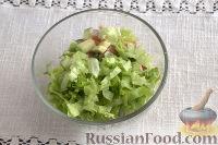 Фото приготовления рецепта: Тарталетки с салатом из горбуши, мяты и авокадо - шаг №9