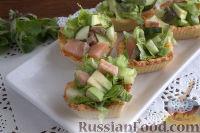 Фото приготовления рецепта: Тарталетки с салатом из горбуши, мяты и авокадо - шаг №11