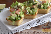 Фото к рецепту: Тарталетки с салатом из горбуши, мяты и авокадо