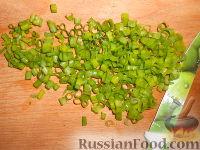 Фото приготовления рецепта: Салат из пекинской капусты и кукурузы - шаг №4