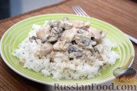 Фото к рецепту: Курица с грибами в сметанном соусе