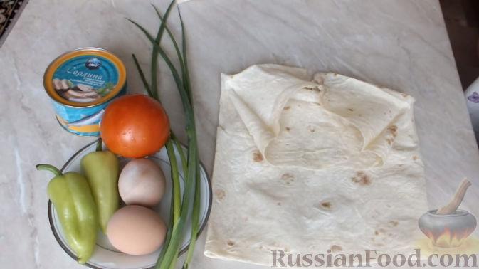 Фото приготовления рецепта: Слоёный салат с копчёной курицей, картофелем, морковью, свёклой и черносливом - шаг №5