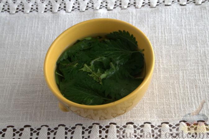 Фото приготовления рецепта: Говяжий суп с рисовой лапшой - шаг №3
