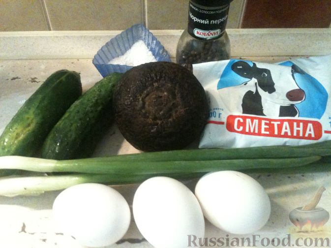 Фото приготовления рецепта: Салат из редьки, огурцов и яиц - шаг №1