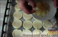 Фото приготовления рецепта: Сырные лепешки - шаг №4