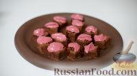 Фото к рецепту: Брауни с шоколадно-ягодным соусом