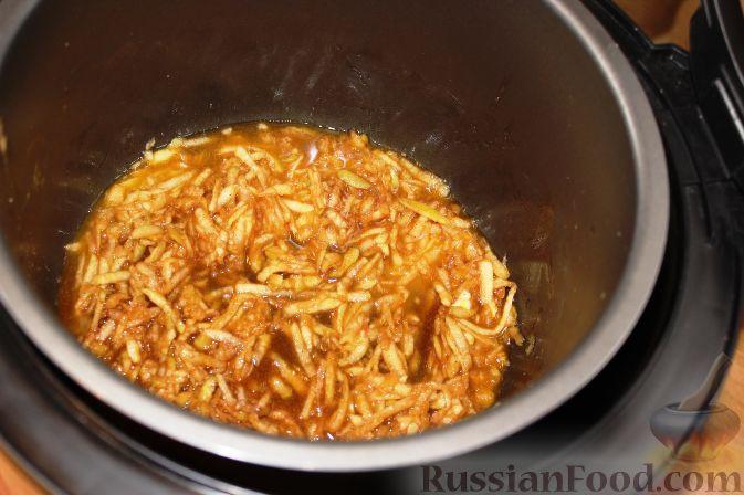 Фото приготовления рецепта: Жареная свиная печень с луком - шаг №4