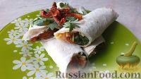 Фото к рецепту: Рулет из лаваша с семгой и вялеными помидорами