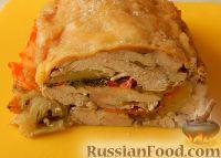 Фото к рецепту: Куриный рулет с овощами (в духовке)