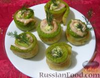 Фото к рецепту: Рулетики из кабачков с куриным филе и сыром
