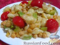 Фото к рецепту: Макароны с нутом, кабачками и помидорами