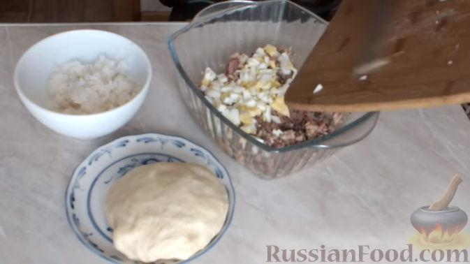 Фото приготовления рецепта: Картофельно-мясной пирог на кефире - шаг №3