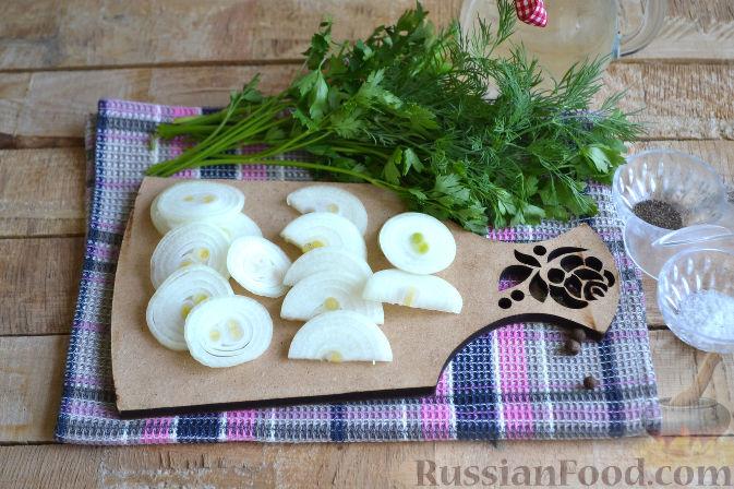 Фото приготовления рецепта: Закрытый пирог из песочного теста с капустной начинкой - шаг №17