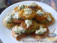 Фото к рецепту: Жареные кабачки в пивном кляре, с сырным соусом
