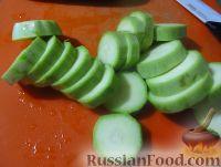 Фото приготовления рецепта: Жареные кабачки в пивном кляре, с сырным соусом - шаг №1