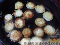 Фото приготовления рецепта: Жареные кабачки в пивном кляре, с сырным соусом - шаг №5