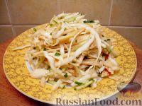 Фото к рецепту: Салат из капусты со свежими огурцами и яблоками