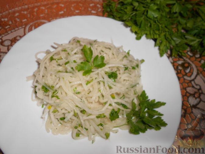Салат с редькой и зеленым яблоком и