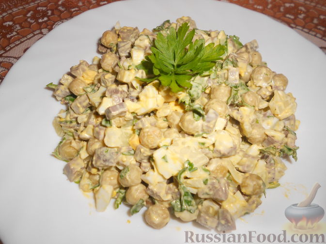 Салат из печени и зеленого горошка