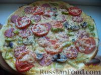 Фото к рецепту: Пицца с колбасой, помидорами, грибами и перцем