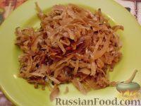 Фото к рецепту: Тушеная капуста с яблоками и огурцами