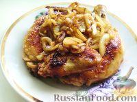 Фото к рецепту: Курочка жареная с маринованным луком
