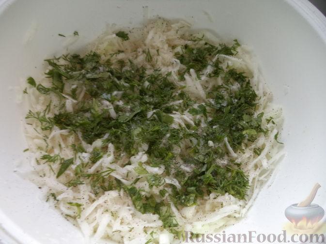 Фото приготовления рецепта: Салат из дайкона и яблок - шаг №6