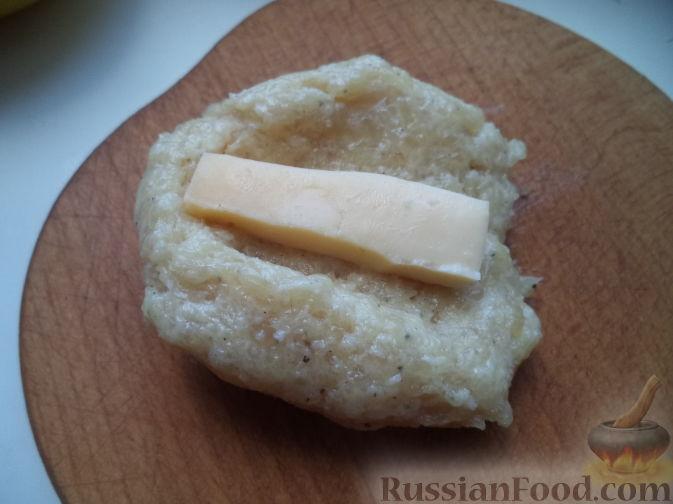 Фото приготовления рецепта: Сырный суп с шампиньонами и консервированной кукурузой - шаг №8