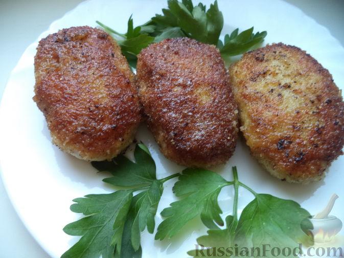 Фото приготовления рецепта: Домашний хлеб, запечённый с пряным маслом, сыром и зеленью - шаг №5