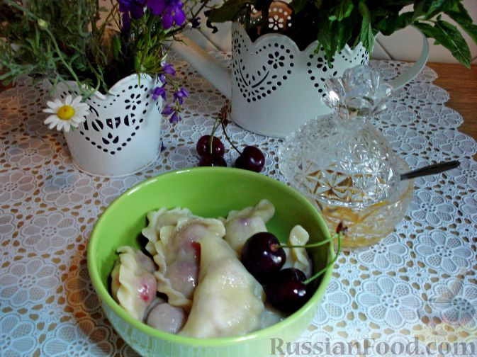 Фото приготовления рецепта: Вареники с черешней (на заварном тесте) - шаг №14