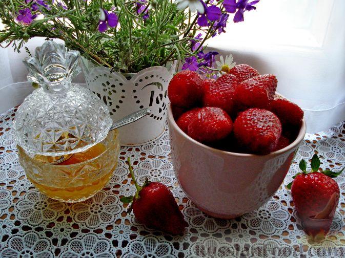 Фото приготовления рецепта: Сангрия с клубникой - шаг №2