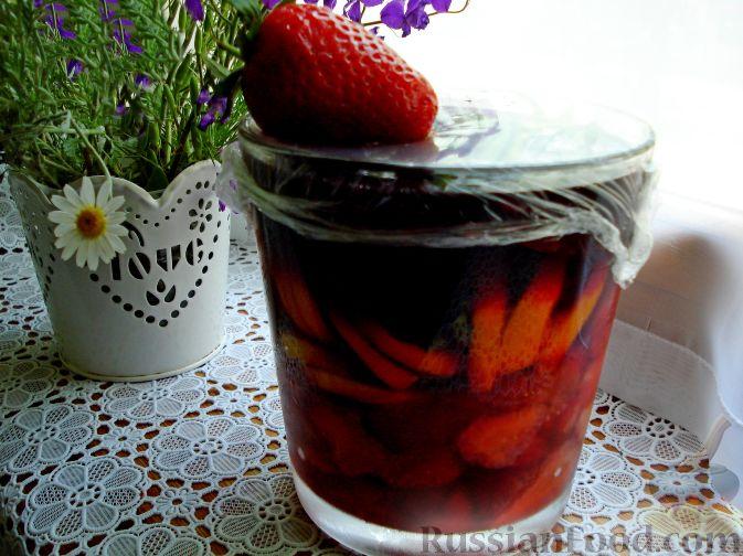 Фото приготовления рецепта: Сангрия с клубникой - шаг №7
