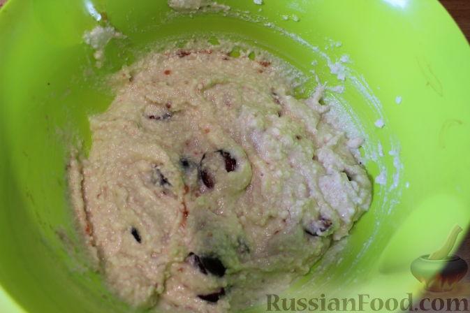Фото приготовления рецепта: Чизкейки с черешней - шаг №8