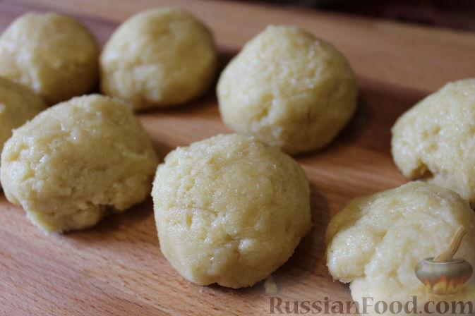Фото приготовления рецепта: Чизкейки с черешней - шаг №9