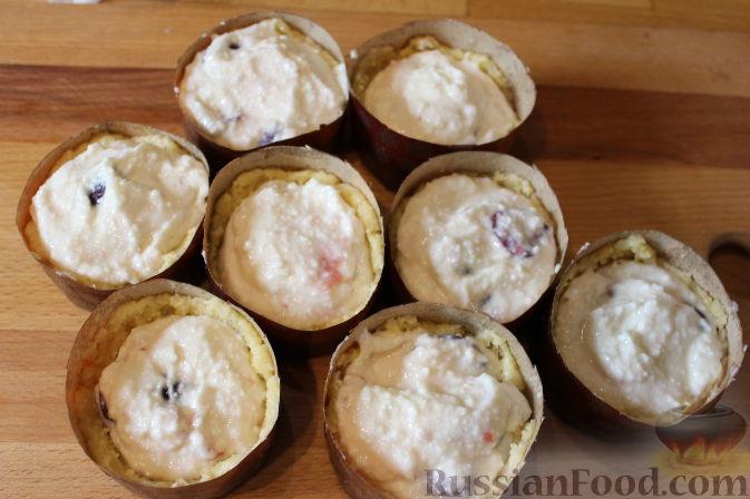 Фото приготовления рецепта: Чизкейки с черешней - шаг №11