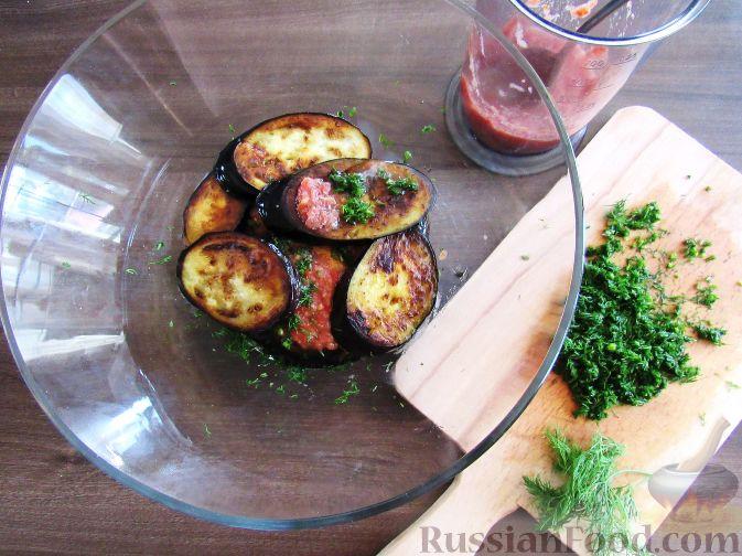 Фото приготовления рецепта: Слоёный салат со шпротами, картофелем,  солёными огурцами и маслинами - шаг №2
