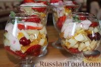 """Фото к рецепту: Салат с клубникой """"Фруктовый праздник"""""""